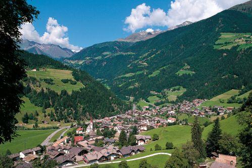 Dorf Tirol Hotels Und Pensionen