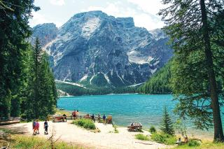 Am Pragser Wildsee 1496 m. mit Seekofel 2810 m